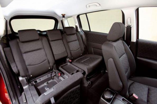 http://wunschauto24.com/bilder/cache/mazda-5/Mazda5FL_interior9__jpg300_595.jpg