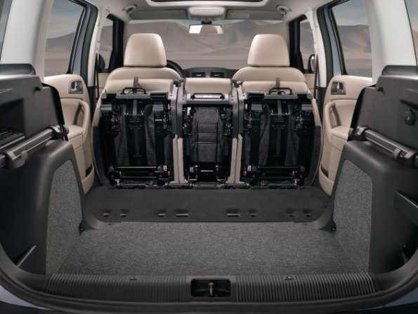 skoda yeti ii ein blick in den laderaum des skoda yeti mit umgeklappter r ckbank skoda yeti. Black Bedroom Furniture Sets. Home Design Ideas